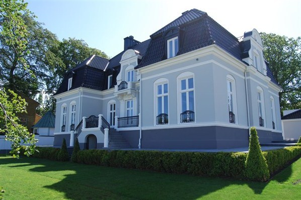 photo: house/residence of mysterious arrogant tough  60 million earning Malmo & Paris, France-resident